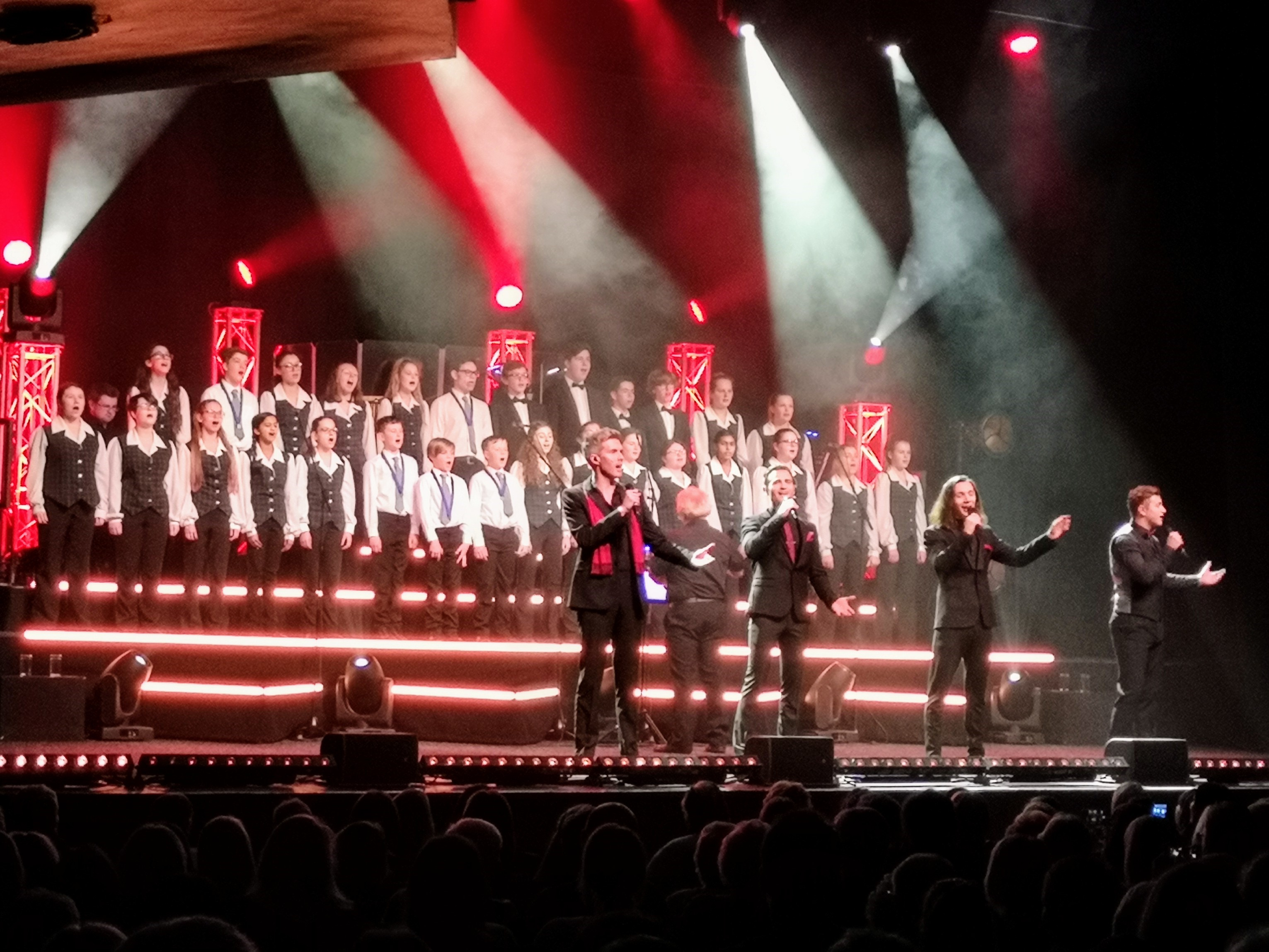 Southend Boys' and Girls' Choir perform with Collabro!